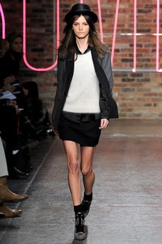 See the complete DKNY Fall 2011 Ready-to-Wear collection.