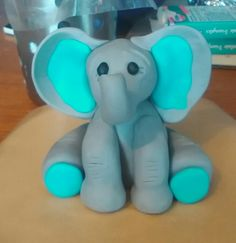 Fondant elephants cake topper