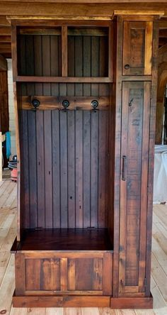 Woodworking Projects Diy, Diy Wood Projects, Entryway Storage Cabinet, Entryway Hall Tree Bench, Hall Tree Storage Bench, Entry Bench, Bar Outdoor, Rustic Farmhouse Furniture, Rustic Decor