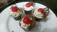 Vasitos de chocolate con ganache y crema