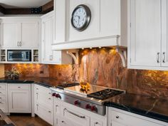 A shimmery marble backsplash in copper tones shines against the crisp white cabinets and black countertops in this kitchen. To give it that extra wow factor, under cabinet lights highlight the backsplash. Modern Kitchen Backsplash, Copper Kitchen, Kitchen Cabinetry, Kitchen Decor, Backsplash Ideas, Modern Cabinets, Kitchen Modern, White Cabinets, Kitchen Ideas