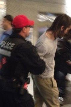 La police intervient à L'UQAM et interpelle de nombreux étudiants  //  Du grabuge à l'Université du Québec à Montréal (UQAM) a nécessité l'intervention du Service de police de la Ville de Montréal (SPVM) en après-midi mercredi. Les policiers ont arrêté 21 personnes.  Une manifestation est organisée ce soir à 21h pour protester contre ces arrestations. Le départ est prévu au parc Émilie-Gamelin.