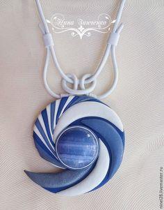 Купить или заказать Кожаный комплект с ониксом 'По волнам моей памяти...' в интернет-магазине на Ярмарке Мастеров. Колье и браслет из кожи с натуральным камнем-ониксом - это стильное украшение, которое подчеркнёт вашу уникальность, добавит уверенности в себе. Белоснежная итальянская кожа высшего качества в сочетании с кожей светлых голубых и синих оттенков придаёт комплекту ощущение чистоты и свежести. Отлично смотрится на одежде модного и популярного сейчас синего цвета и всех его оттенков.