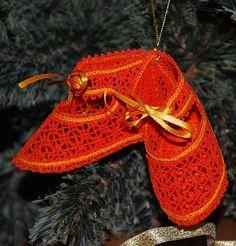 Advanced Embroidery Designs - FSL Battenberg Lace Shoes Ornament