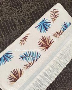 Cross Stitch Heart, Modern Cross Stitch, Cross Stitch Designs, Cross Stitch Patterns, Basic Embroidery Stitches, Flower Embroidery Designs, Cross Stitch Embroidery, Crochet Border Patterns, Flower Patterns