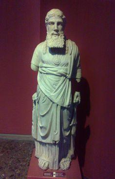 Rahip heykeli - Roma dönemi - M.Ö 30 - M.S 395  İzmir Arkeoloji Müzesi