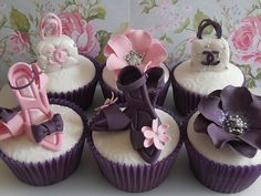 Fashionista cupcakes (artists: Cotton and Crumbs) via zenandgenki Pics of the Week 37 Beautiful Cupcakes, Yummy Cupcakes, Diva Cupcakes, Elegant Cupcakes, Purple Cupcakes, Fancy Cupcakes, Cupcakes Chanel, Cookies Cupcake, Cotton And Crumbs