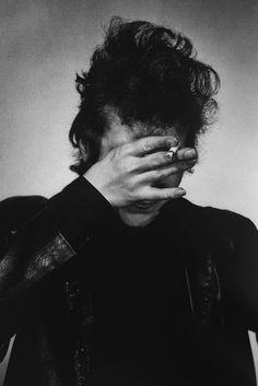Bob Dylan, New York, 1965 © Daniel Kramer. - Joni 'n' Bobby John Lennon Paul Mccartney, John Lennon Beatles, The Beatles, Bobby Bob, Bob Dylan Poster, Nashville Skyline, Nirvana Kurt Cobain, Joan Baez, Man Photography