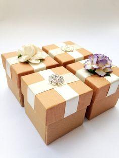 diy wedding favor boxes   Best DIY Wedding Projects via http://emmalinebride.com/decor/best-wedding-diy-projects/