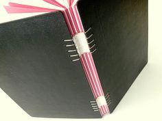 caderno pequeno, encadernação tecida.