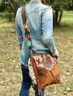 Custom purse by ArteVae Diy Leather Clutch, Tooled Leather Purse, Leather Tooling, Leather Purses, Cowgirl Chic, Western Chic, Purse Strap, Backpack Straps, Custom Purses