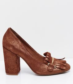 Sapato feminino  Marca: Satinato  Com franja  Material: sintético     COLEÇÃO VERÃO 2017     Veja outras opções de    sapatos femininos.        Sobre a marca Satinato     A Satinato possui uma coleção de sapatos, bolsas e acessórios cheios de tendências de moda. 90% dos seus produtos são em couro. A principal característica dos Sapatos Santinato são o conforto, moda e qualidade! Com diferentes opções e estilos de sapatos, bolsas e acessórios. A Satinato também oferece para as mulheres tudo…