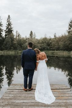 Thrift Shop Finds and Lake Front Views - A Stunning DIY Wedding at Sadie Lakes - Engaged Life Wedding Picture Poses, Wedding Couple Poses, Wedding Photography Poses, Wedding Portraits, Dock Wedding, Lakeside Wedding, Lake Wedding Ideas, Outdoor Wedding Pictures, Wedding Bride