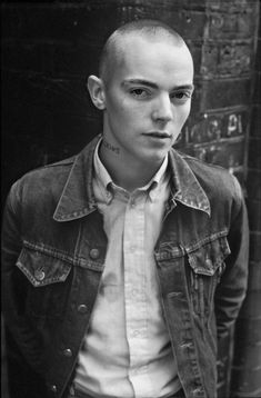 Derek Ridgers' collection of skinhead photos captures youth culture gone mad. Mode Skinhead, Skinhead Men, Skinhead Boots, Skinhead Fashion, Skinhead Style, Ben Sherman, Skinhead Tattoos, Skin Head, Rocker Style