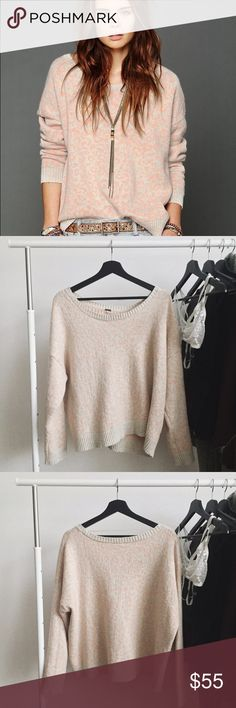 """ғʀᴇᴇ ᴘᴇᴏᴘʟᴇ ʟᴇᴏᴘᴀʀᴅ sᴡᴇᴀᴛᴇʀ Gently used Free People """"Cool Cat"""" leopard print sweater. This chic sweater is soft and edgy. It is a combination of alpaca, cotton, and wool. The sweater features a slouchy relaxed fit and a wide scoop neckline. Beige/Orange-pink color and light piling.   ‣71% ᴄᴏᴛᴛᴏɴ, 12% ᴀʟᴘᴀᴄᴀ, 9% ɴʏʟᴏɴ, 8% ᴡᴏᴏʟ ‣ʟᴇɴɢᴛʜ: ᴀᴘᴘʀᴏx. 24""""    ✨Pet friendly home ✨Please feel free to ask any questions! ✨Reasonable offers are welcomed ✨Bundle to save more! Free People Sweaters"""