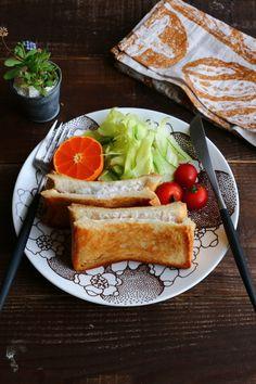 こんがり焼き色ととろっとしたチーズが美味しいホットサンドをおうちで簡単に作ってみませんか?今回はフライパンで簡単に作るレシピをご紹介いたします。