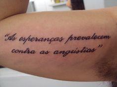 Tatuagem / Escrita / Frases / Braço / Bíceps / Tattoo / Writing / Quotes / Inner arm / Bicep #studio900 #crismaia