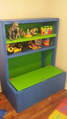 hickory toy box with torsion no slam hinge and book shelf finished in child save lacquer. Black Bedroom Furniture Sets. Home Design Ideas
