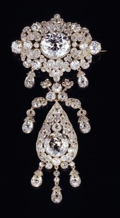 Diamond brooch of Queen Pauline von Württemberg (1800-1873), 1838, diamonds, gold, silver, 11.5 x 5.3 cm