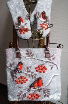 Купить или заказать Комплект аксессуаров валяный - сумка и варежки Снегири в интернет-магазине на Ярмарке Мастеров. Комплект аксессуаров: большая сумка с ручками и донышком из натуральной кожи,с застежкой на молнию. Подклада из плотного хлопка с тремя карманами , один застегивается на молнию. Варежки из шерсти альпаки и мериноса с накладкой на ладони из натуральной кожи. Сумка сваляна вручную из шерсти коридейла, мериноса, волокон шелка, вискозы и шелковой ваты. Рисунок вполнен в техниках…