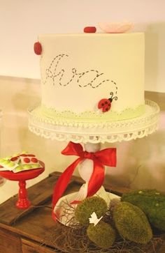 Love this little Ladybug cake by Couture Cupcakes