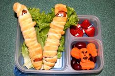 If you are looking for fun Halloween food ideas, you are in for a treat. We have started our Halloween Linky Party early in October, so. Cute Food, Good Food, Healthy Snaks, Great Lunch Ideas, Bento Kids, Kids Menu, Lunch Recipes, Lunch Meals, Food Humor