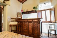 The piece of furniture you see in this picture is an old butcher's bar, room M at Fagiolari has a beautiful view of Conca d'Oro, a characteristic  Chianti landscape, isn't it nice to wake up in Chianti?