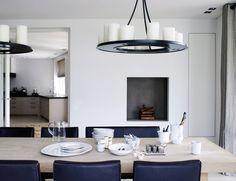 Karin Meyn | Black and white interior, Saar chairs and Gerrit dining table: Piet Boon collection