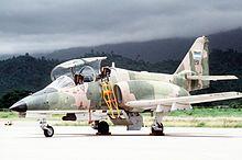 C-101BB de la Fuerza Aérea de Honduras equipado con un cañón DEFA de 30 mm y cuatro soportes subalares.