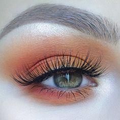 Orange smokey eye