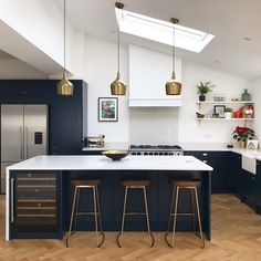 Move over all other kitchens because this is one stylish space. It's all down to our brass Foundry pendant lights, OBVIOUSLY! Open Plan Kitchen Living Room, Kitchen Dining Living, New Kitchen, Kitchen Pendants, Brass Kitchen, Kitchen Stools, Metal Bar Stools, Interior Design Kitchen, Home Kitchens