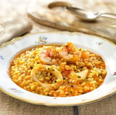 Arroz meloso con calamares y gambas Kitchen Dishes, Rice Dishes, Kitchen Recipes, Spicy Recipes, Great Recipes, Healthy Recipes, Couscous, How To Cook Octopus, Quinoa