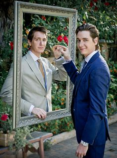 Double act: James and Oliver Phelps are heading to Hollywood after ten years playing the Weasley twins in Harry Potter. Brings back the feels of the Weasley twins and all George's grief. :( Though so happy for them ; La Saga Harry Potter, Mundo Harry Potter, Harry Potter Actors, Harry Potter Love, Harry Potter Fandom, Oliver Phelps, Ron Et Hermione, Draco, Must Be A Weasley