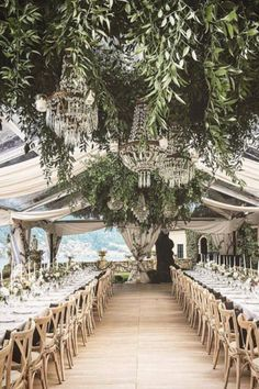 A wedding is one of the occasions that deserve to be elegant. If you want to avoid falling into too much or too little refinement, then pay close attention to the five main aspects that make the difference between an elegant wedding and an ordinary wedding. #Elegantwedding #Wedding #Elegant  Source insta@brides