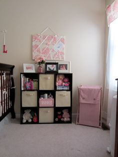 i love the organization of this shelf!!! perfect for babies room