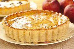 Λαχταριστά μήλα και πλούσια κανέλλα; Μηλόπιτα φυσικά, με Χωριό βούτυρο αγελάδος. Pie Dessert, Dessert Recipes, Apple Chips, Apple Filling, Baking Flour, Greek Recipes, Apple Pie, Delicious Desserts, Food And Drink
