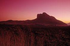 Antequera: Peña de los enamorados.  Esta foto es de www.jeronimoalba.com me encanta... Poses, Natural, Monument Valley, Countryside, Travel, Google, World, Monuments, Legends