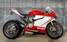 Motovation Accessories Ducati 1199 Panigale Tricolore. Akrapovic Prototype Full Titanium Exhaust, Rizoma goodies, OZ Racing limited edition Carlos Checa wheels. Original pic by Doug Saylor.