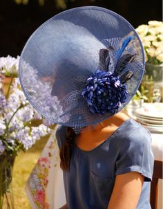 Love the blue. Fascinator Hats, Fascinators, Headpieces, Fancy Hats, Cool Hats, European Wedding, Royal Clothing, Love Hat, Draped Fabric