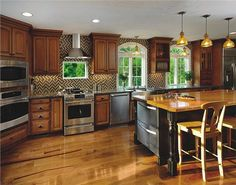 Traditional (Victorian, Colonial) Kitchen by Amy Mood, AKBD