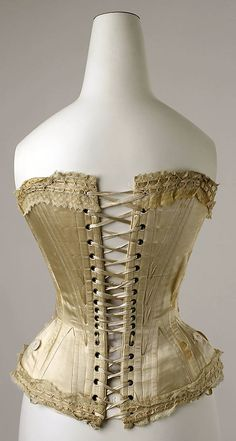 1891, French. Rear hip gussets are nice. Lace top and bottom is pretty. 6 pairs of eyelets placed more closely at the waist (in comparison with the usual 4).