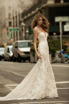 Kate Bock stars in BERTA Fall/Winter 2017 Bridal | Zhiboxs - Editorial, Fashion Show, Models.