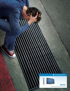 Ten cuidado al llevarte a casa un televisor extrafino. Buena campaña de Philips.