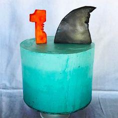 Shark smash cake