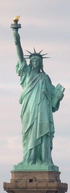 """La célèbre statue de la liberté, à New York / Lire l'article """"Voyager sans argent : comment survivre dans la jungle urbaine?"""""""