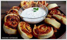 Zgrabne gotowanie : Przekąski na imprezę: Pizza rolls Easy Salad Recipes, Easy Salads, Crab Stuffed Avocado, Cottage Cheese Salad, Salad Menu, Seafood Salad, Snacks Für Party, Dinner Salads, Wrap Sandwiches