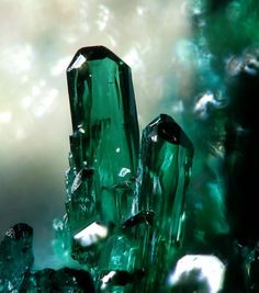Atacamite - is a copper halide mineral: a copper(II) chloride hydroxide with formula Cu2Cl(OH)3., Barranco Jaroso, Almería, Spain 2 mm. http://www.mineral-forum.com/message-board/viewtopic.php?t=384=0=asc=20