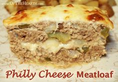 Philly Cheese Meatloaf recipe: this was fantastic! used red peppers instead of green, panko breadcrumbs, and a meatloaf mix of ground chuck and ground pork, thought it tasted like a cross between a Philadelphia cheesesteak and French onion soup. Meatloaf Recipe With Cheese, Cheese Stuffed Meatloaf, Meatloaf Recipes, Meat Recipes, Low Carb Recipes, Cooking Recipes, Hamburger Recipes, Dinner Recipes, Beef Recepies