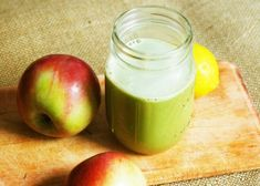 apple-lemon juice with ginger and parsley Smoothie Detox, Healthy Smoothies, Fruit Drinks, Detox Drinks, Beverages, Health And Wellness, Health And Beauty, Salud Natural, Going Vegetarian