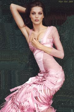 pose-color minus the pink Pink Fashion, Fashion Beauty, Womens Fashion, Pink Gowns, Pink Dress, Structured Fashion, Gucci Gown, Steampunk Couture, Glamour